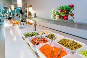 Restaurant – buffet to enjoy international cuisine